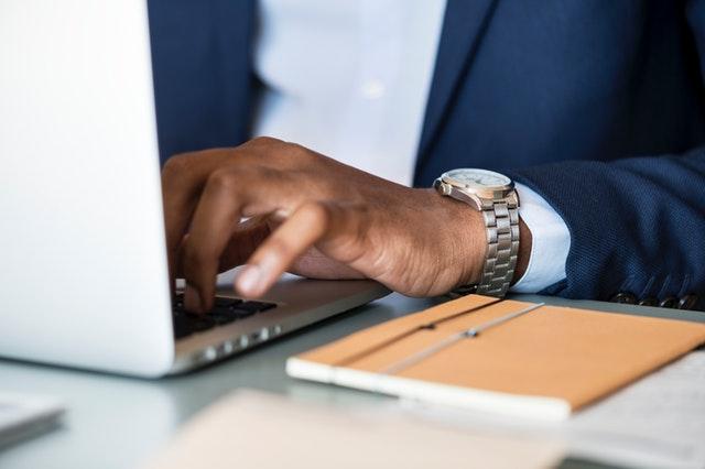 ¿Por qué las empresas B2B deberían optar por la integración de CRM en su sitio?